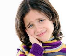 درد حین درمان ارتودنسی با خوردن آدامس و یا مصرف مسکن برطرف می شود.